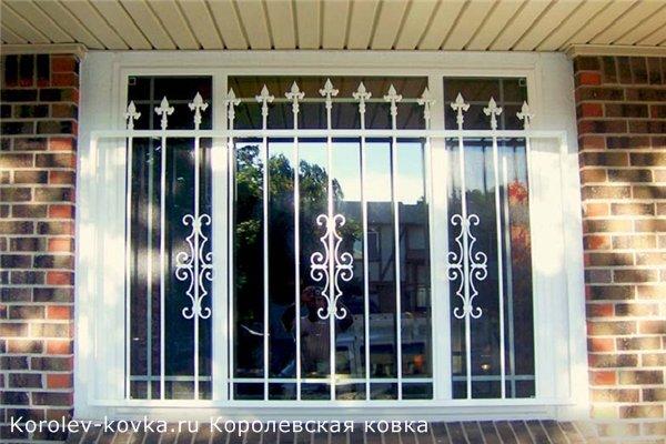 кованые решетки на пластиковых окнах