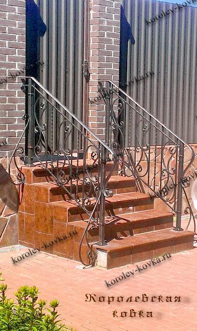 Перила ЛОК-21 по наклонной лестнице